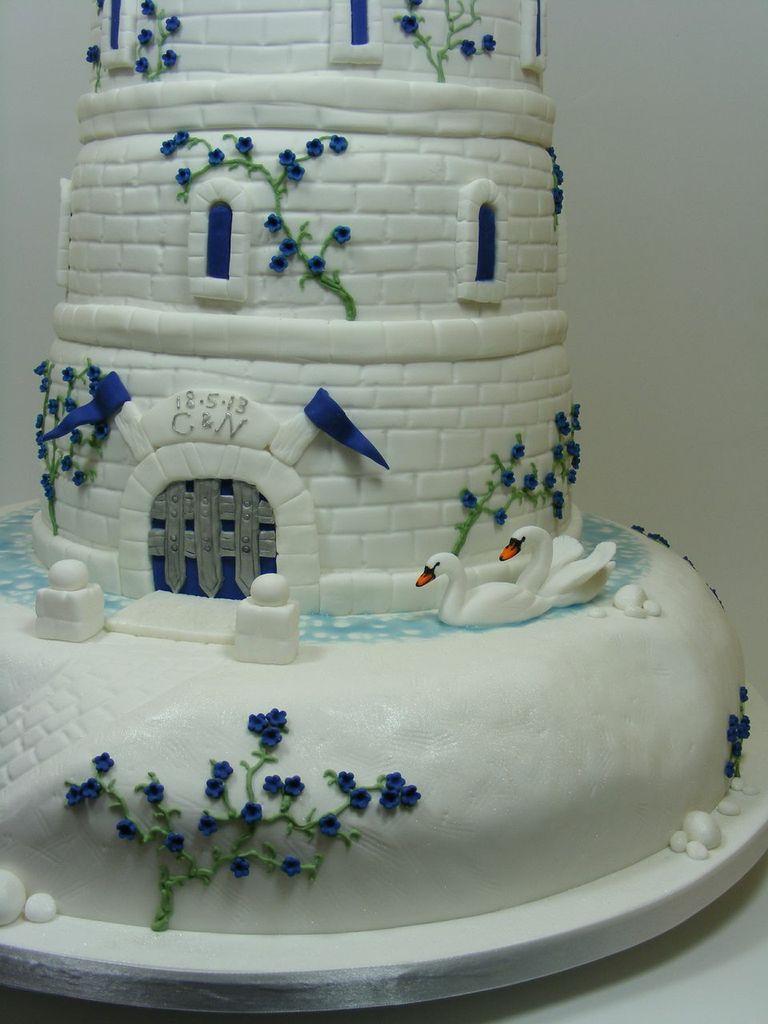 Dream Design Cake Company : Royal Close up - Cut Above Cake Co.