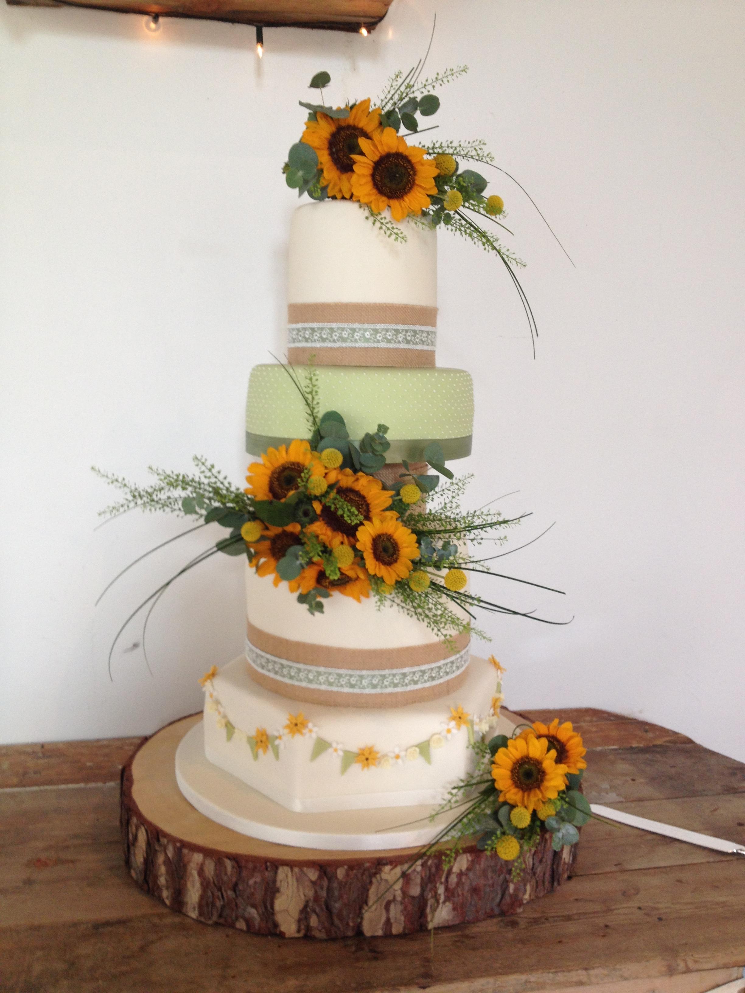 Sunflower Extravaganze Wedding Cake