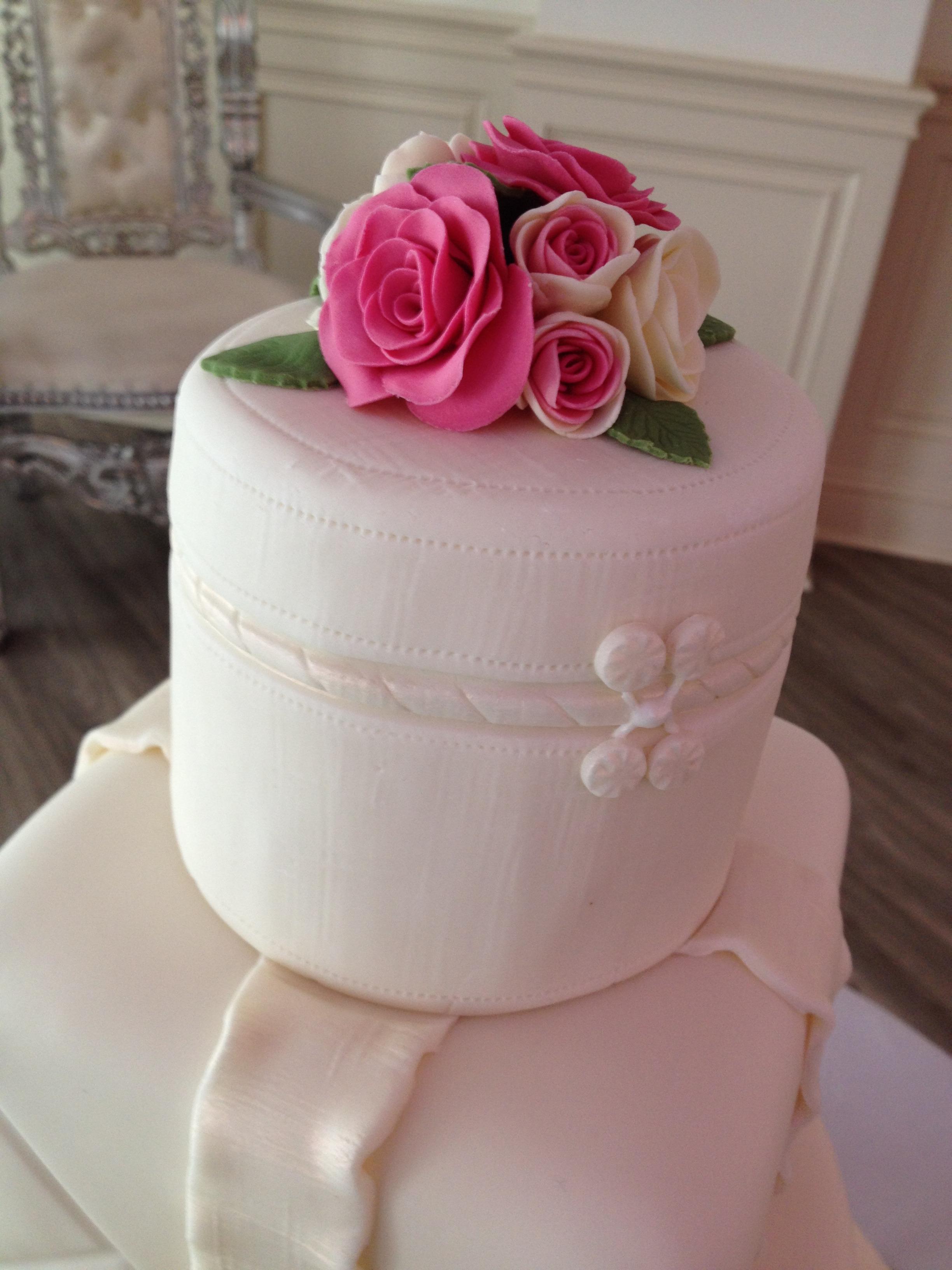 Pink & Ivory Roses Topper
